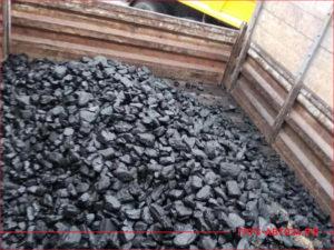 Кузов грузовика с углем для отопления