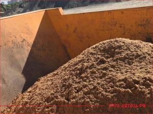Песок строительный в кузове КАМАЗа