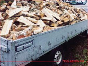 Кузов маленького грузовика Газель с дровами