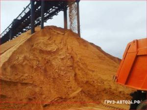 Погрузка песка на карьере